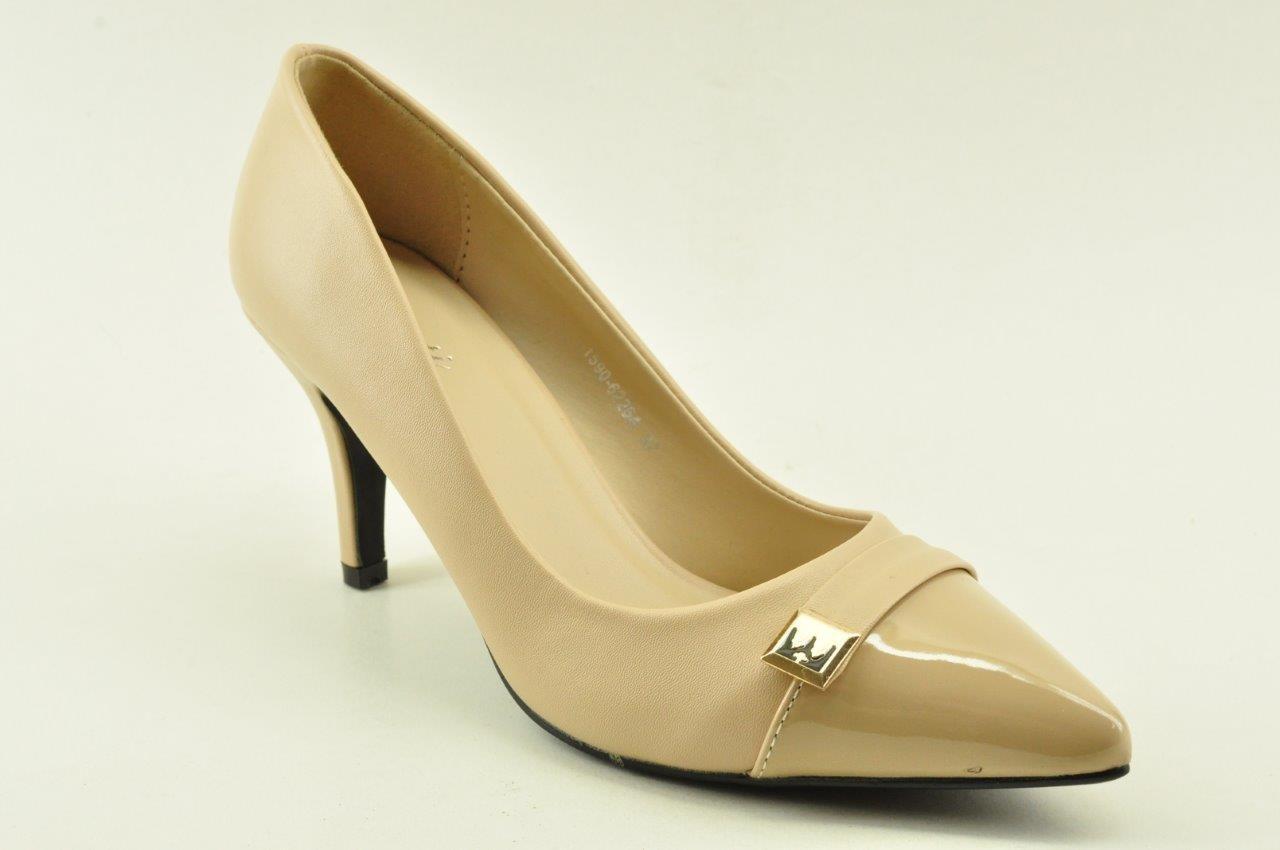 High heel pumps in beige colour by Veneti