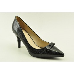 High heel pumps in black colour by Veneti