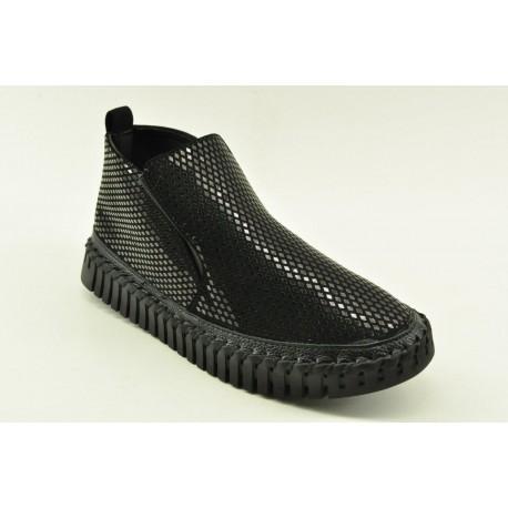 Women sneakers by Veneti