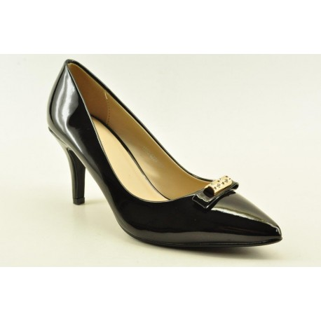 High heel pumps in black patent colour by Veneti