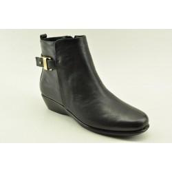 Ανατομικά γυναικεία δερμάτινα μποτάκια Veneti B8862-7 BLACK